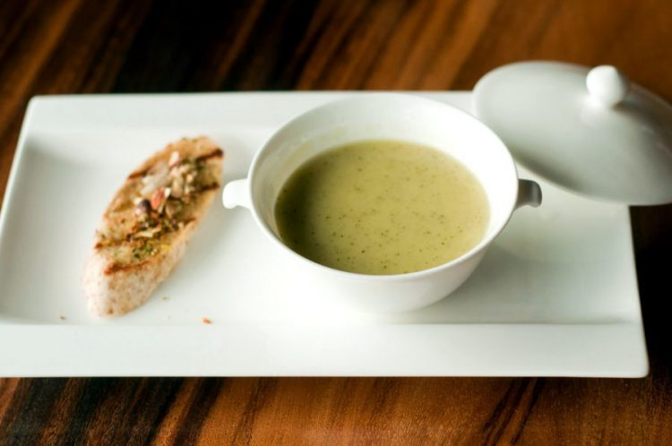 soupe au fromage blanc et aux herbes